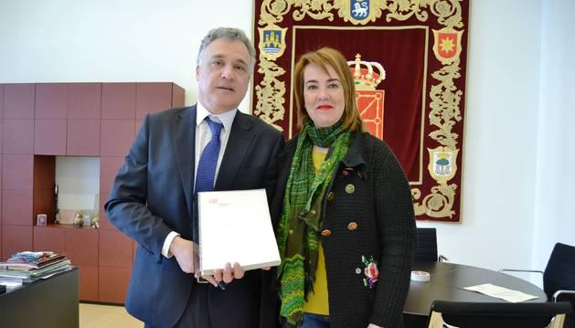 Javier Enériz lleva ya tres años como Defensor en funciones