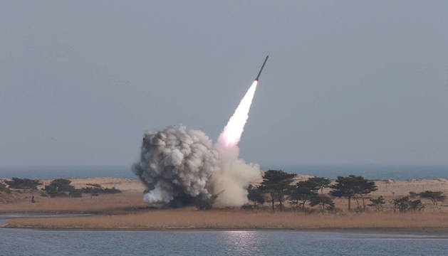 Corea del Norte lanza hacia el mar de Japón un misil antiaéreo