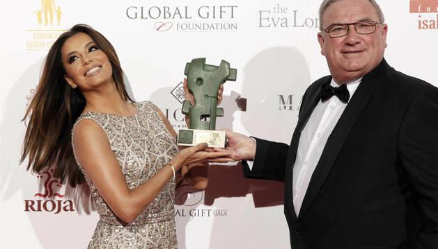 La actriz estadounidense Eva Longoria recibe el premio Prestigio Rioja.