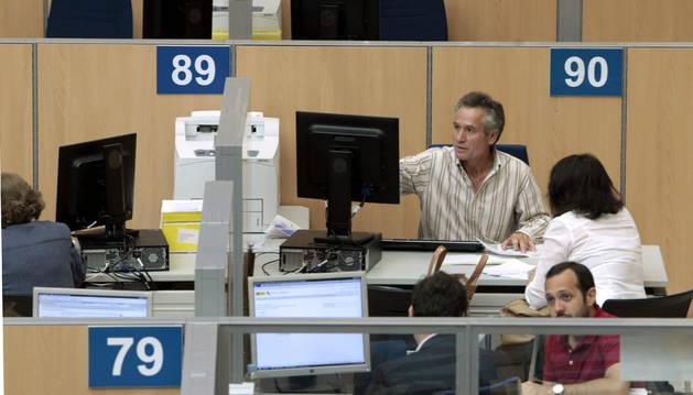El coste laboral por trabajador se reduce en Navarra el 2,3% a final de 2015