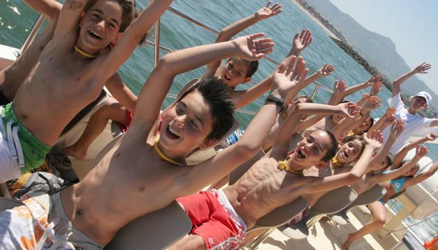 Un grupo de niños en el campamento de Hondarribia.