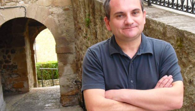 El autor Mario Escobar rescata del silencio el genocidio gitano del nazismo