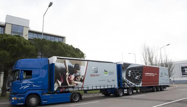 El megatruck arranca en España con su primer trayecto en carretera y autopista