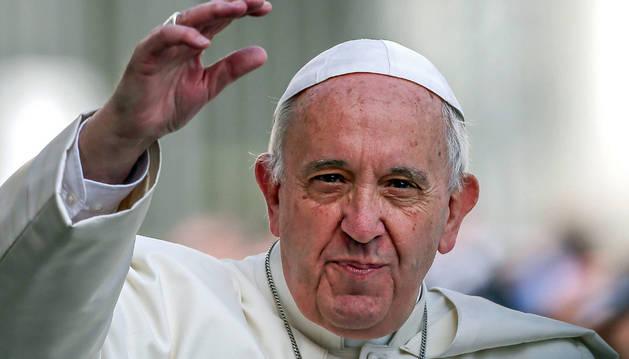 Fotografía de archivo que muestra al Papa Francisco durante una audiencia pública.