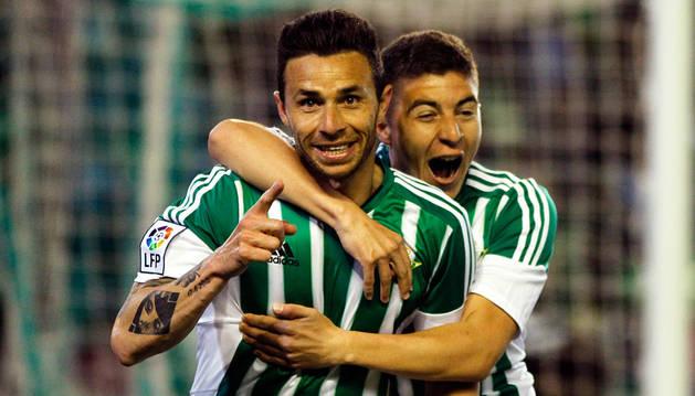 Un gol de Rubén Castro hunde al Levante y tranquiliza al Betis