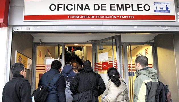 Solamente el 4% de los posibles beneficiarios de la ayuda de 426 euros trabaja
