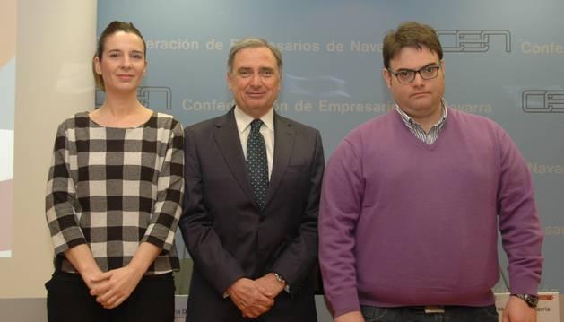 La consultora de Estrategia e Innovación de AIN, Silvia Díaz; el presidente de CEN, José Antonio Sarría, y el jefe de Proyectos de Iter Investigación, Juan Carlos Hernández.