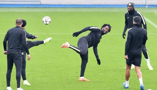 Bony, durante el entrenamiento del City.