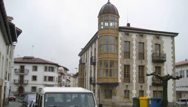 Fachada del ayuntamiento de Olazagutia.