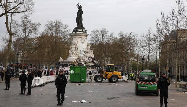Evacúan de forma pacífica a los 'indignados' de París