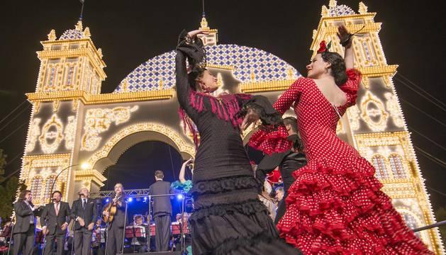 Comienza la Feria de Abril con el alumbrado de más de 200.000 bombillas