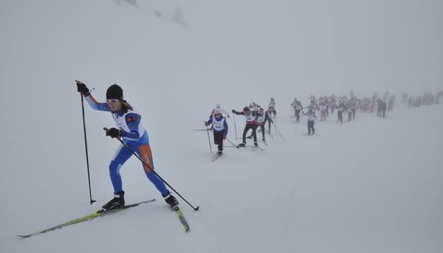 80 niños participaron en una jornada organizada por el club Irrintzi Ski de Pamplona.