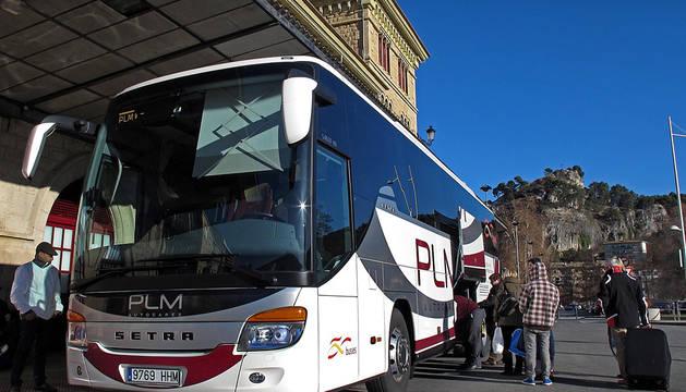 Un autobús de la compañía, en la estación de Estella.