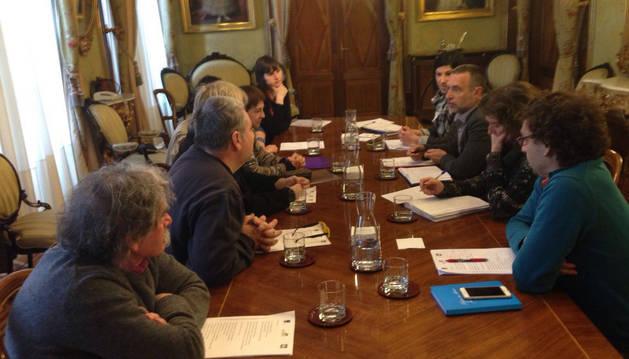 Momento de la reunión entre el vicepresidente Laparra y el grupo de Anfas.