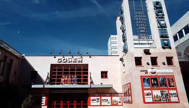 Fachada de los cines Golem de Pamplona, una de las entidades reconocidas por el Ejecutivo foral.