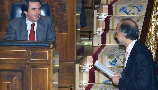 José María Aznar y Cristóbal Montoro, en el Congreso en octubre de 2003.
