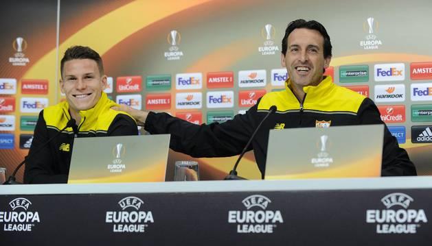 Gameiro y Emery, en rueda de prensa.