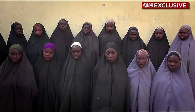 Fotograma del vídeo de las niñas de Chibok emitido por la CNN.