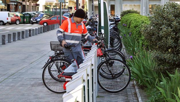 Se disparan los problemas en los dispositivos para alquilar bicis
