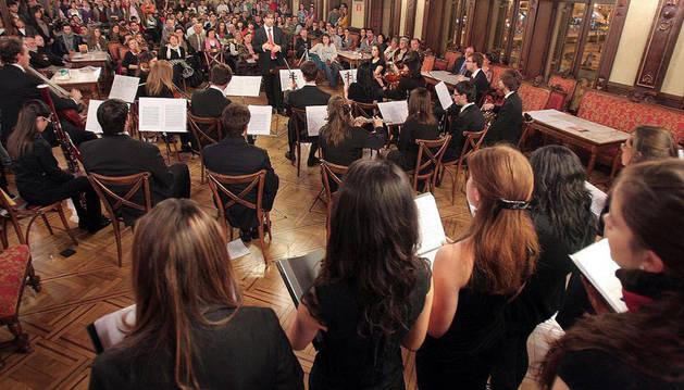 Imagen del Coro y la orquesta de la Universidad de Navarra.