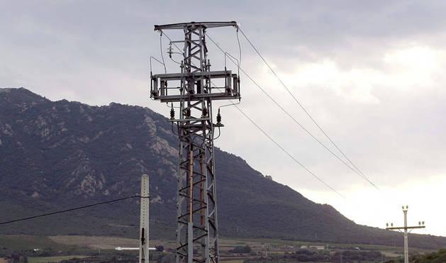 Tendido eléctrico en la zona de Estella.