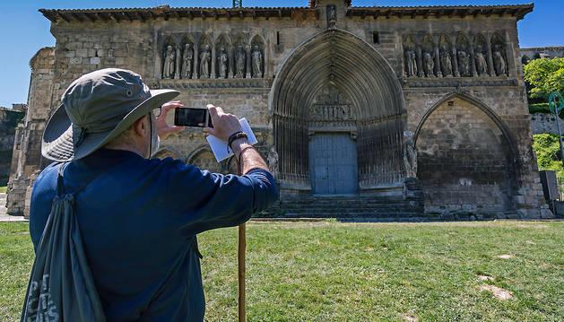La iglesia del Santo Sepulcro es la tarjeta de visita del patrimonio estellés, situada justo a la entrada de la ciudad por el Camino de Santiago.