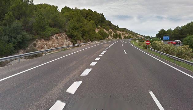 Imagen de la autopista donde se ha producido la colisión entre la moto y el coche.