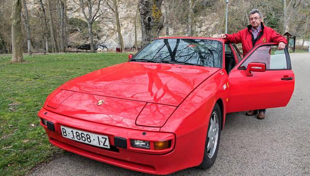 Elisalt mima su Porsche, decorado con pegatinas de rallies y circuitos, con un mantenimiento riguroso.