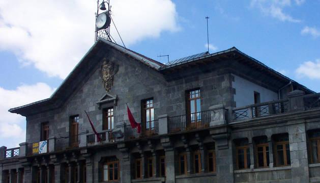 Detalle de la Casa Consistorial de Leitza.