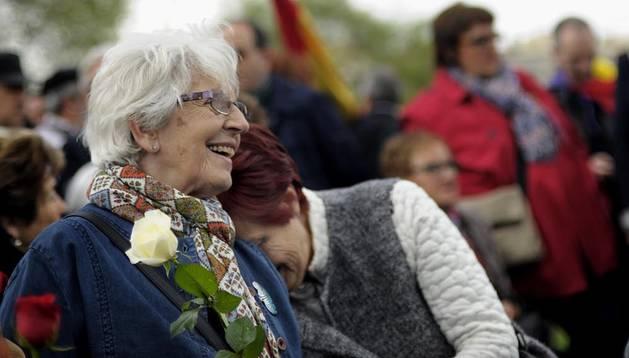 Cientos de personas recuerdan a los fusilados en Pamplona y exigen