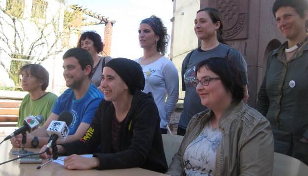 Los opositores a Aroztegia reúnen 500 firmas para pedir una consulta