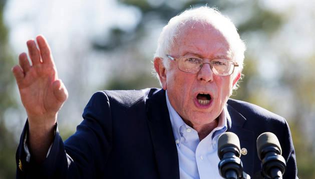 Sanders se da un baño de masas en Nueva York, mientras Clinton busca voto latino
