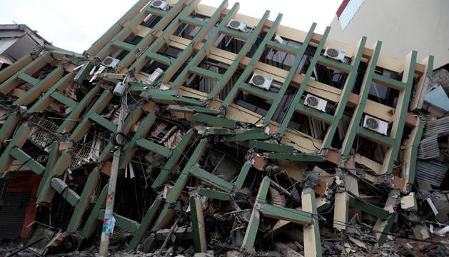 Al menos 272 muertos y más de 2.000 heridos por el terremoto en Ecuador