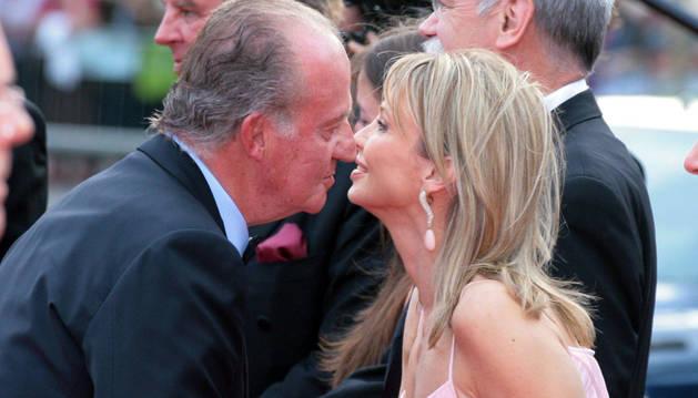 El Rey Juan Carlos y la princesa Corinna, en Barcelona, en 2006.