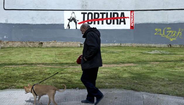 Mural en la localidad navarra de Burlada en contra de la tortura