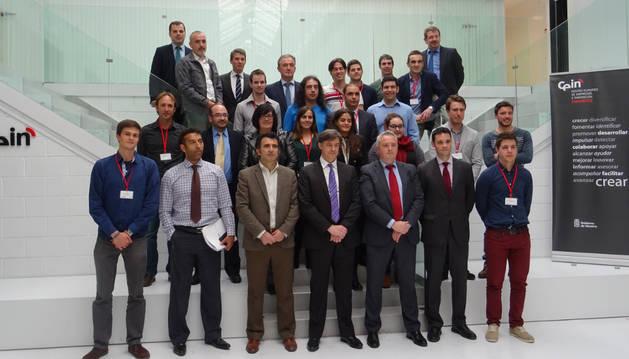 Foto de grupo de las personas promotoras de los proyectos seleccionados y de las empresas patrocinadoras.
