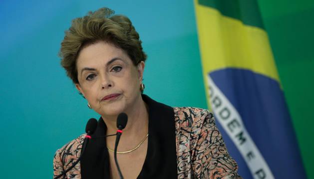 Rousseff dice que su destitución desestabilizará Brasil al ser un golpe