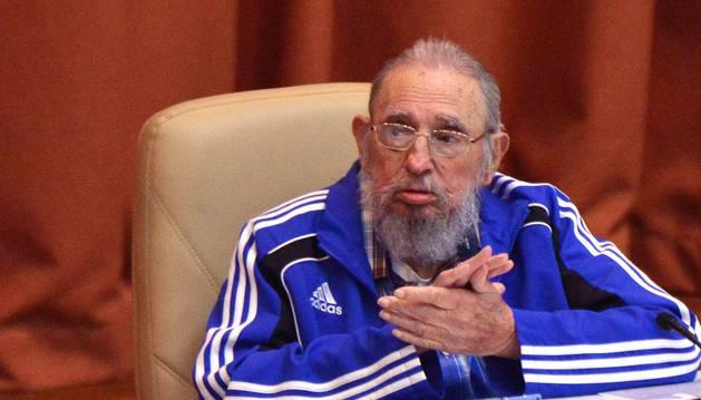 El líder cubano Fidel Castro, durante la clausura del VII Congreso del Partido Comunista de Cuba.