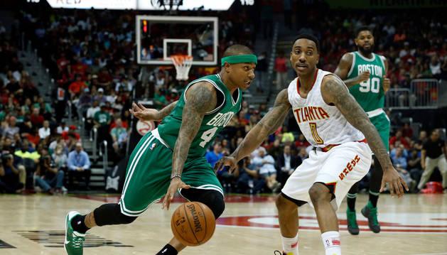 Spurs y Hawks imponen juego defensivo y dominan series por 2-0