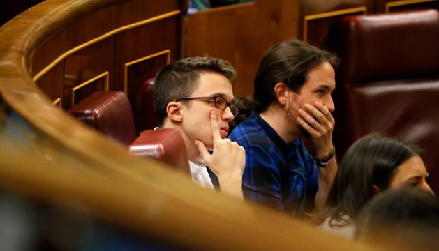 El líder de Podemos, Pablo Iglesias, junto al portavoz parlamentario, Íñigo Errejón.