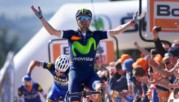 Alejandro Valverde cruza la meta en el Muro de Huy.