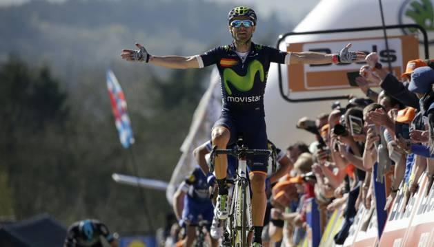 Alejandro Valverde celebra su cuarta victoria en el Muro de Huy, su cuarta Flecha Valona. Es el récordman de toda la historia.