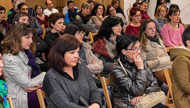 Imagen de la asamblea en la que las familias escucharon días atrás las explicaciones sobre el tema del tripartito municipal.