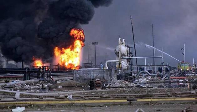 Trece muertos por la explosión en una planta petroquímica en Veracruz