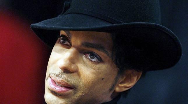 El cantante norteamericano Prince falleció este jueves 21 de abril en su domicilio del condado de Carvery (Minesota), a los 57 años de edad, según confirmó su publicista.
