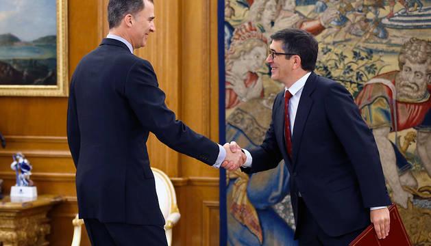 Felipe VI recibe al presidente del Congreso, Patxi López, en el Palacio de la Zarzuela.