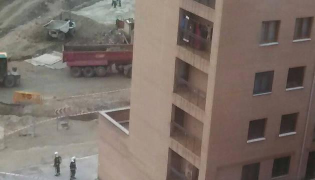 Una taladradora rompe una tubería de gas en las obras de la calle Aranguren