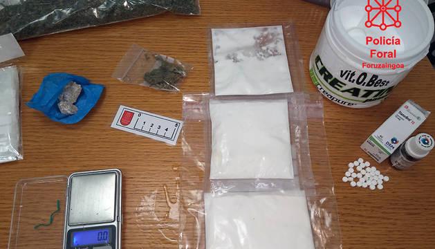 Sustancias decomisadas por la Policía Foral durante el registro.