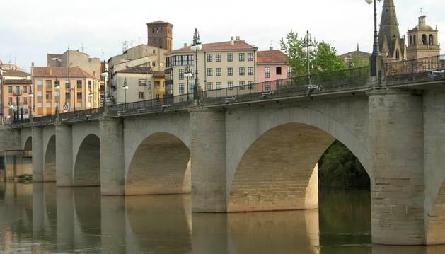 El Puente de Piedra de Logroño, donde ha aparecido uno de los cadáveres.