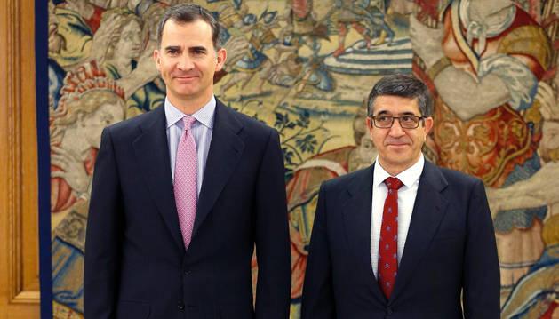Felipe VI y Patxi López, en el Palacio de la Zarzuela.